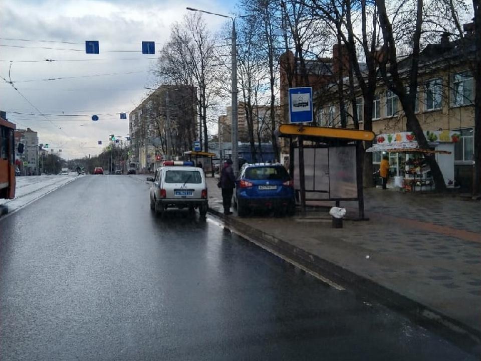 наезд на пенсионерку 27.04.2021, улица Николаева, остановка (фото vk.com zarbazandgan)