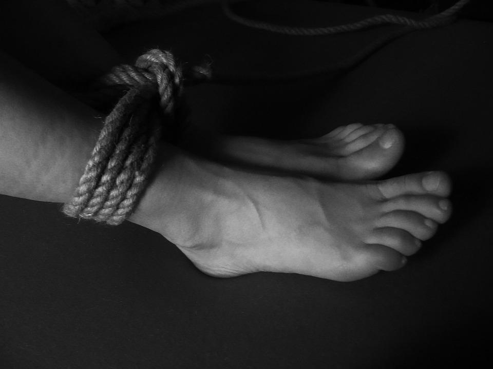 ноги смерть задушил связал