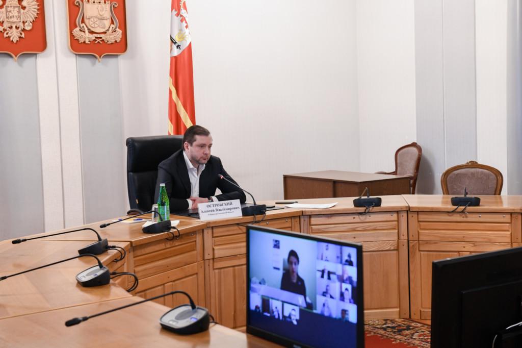 Островский, рабочее совещание членов администрации Смоленской области, видеоселектор (фото admin-smolensk.ru)