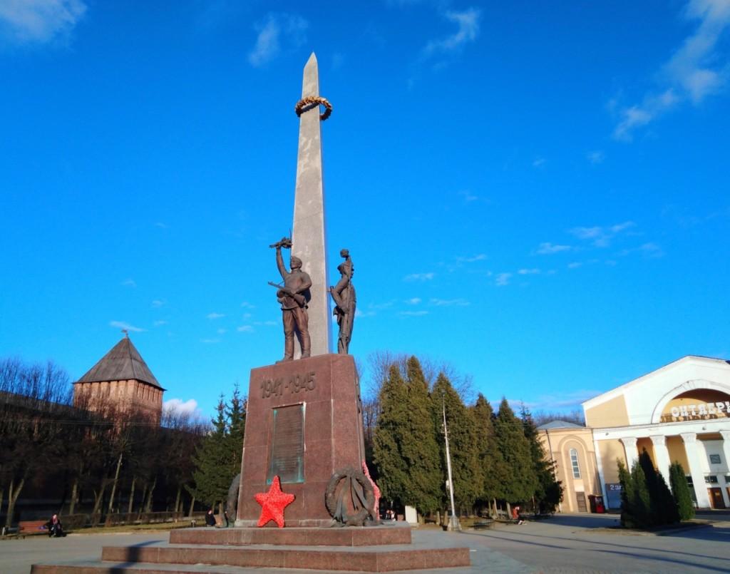 памятник освободителям Смоленска, площадь Победы, весна 2021 года (фото 67.mchs.gov.ru)