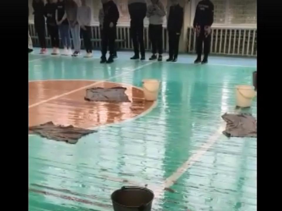 протекающая крыша спортзала 32-й школы Смоленска