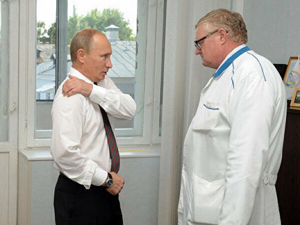 Путин, травматолог Петроченков, осмотр, смоленская областная больница (фото rian.ru)
