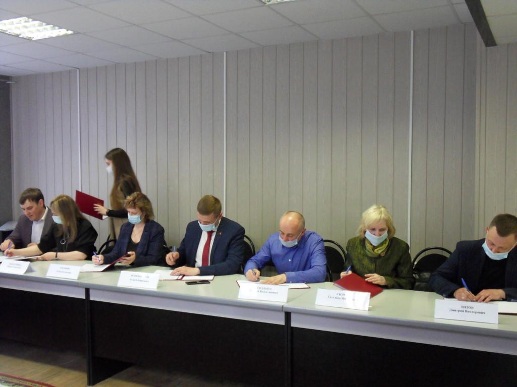 В Смоленске шесть политических партий и наблюдатели подписали меморандум о сотрудничестве