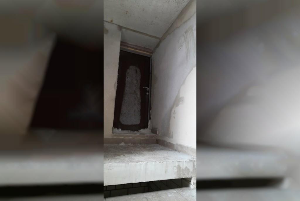 замёрзшая дверь Ломоносова, 10Б, ООО Новострой (фото vk.com black.smolensk)