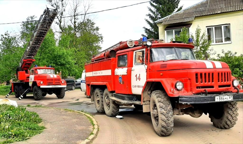 автоцистерна, автолестница пожарно-спасательной части №14 в Сафонове (фото 67.mchs.gov.ru)
