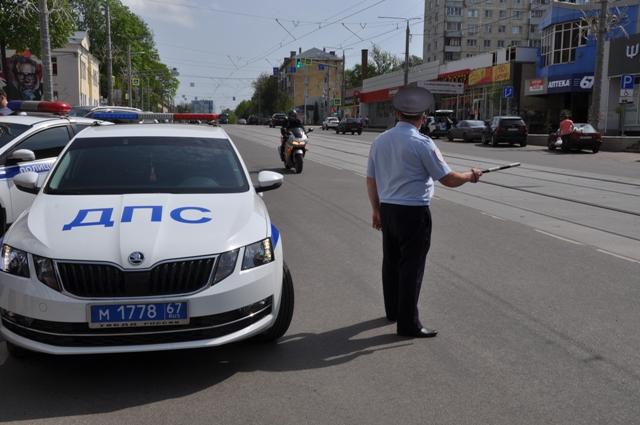 ДПС, остановка мотоциклиста, улица Николаева (фото 67.гибдд.рф)