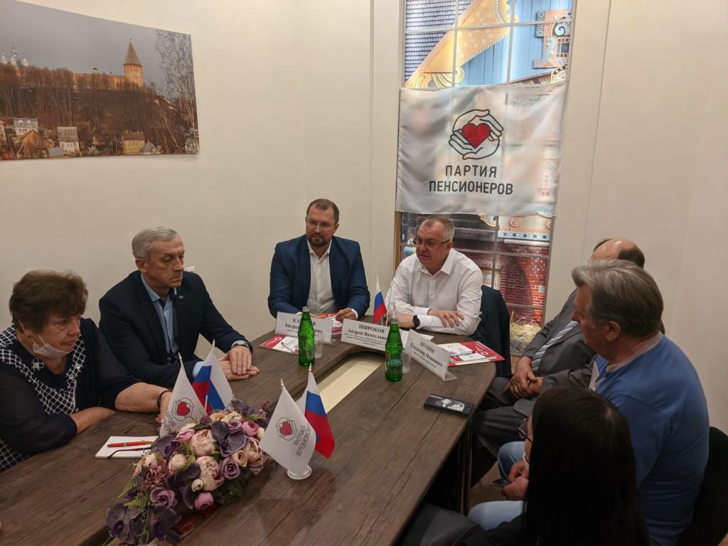 В Смоленске представители «Партии пенсионеров» встретились с потенциальными избирателями