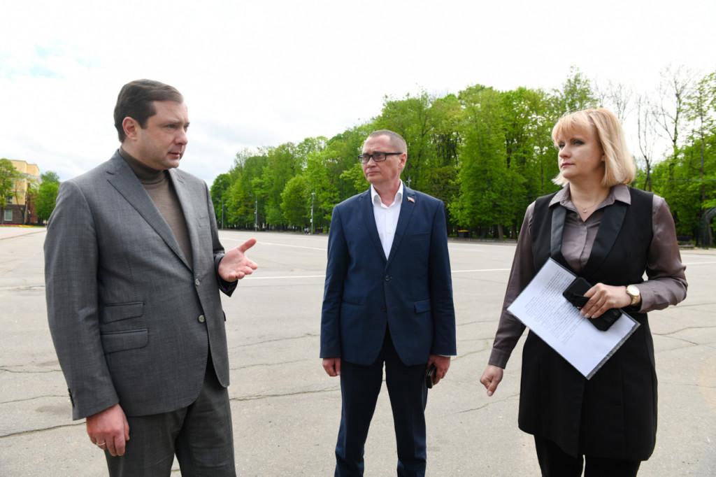 Островский, Борисов, Пархоменко, сквер имени Клименко, май 2021 (фото admin-smolensk.ru)