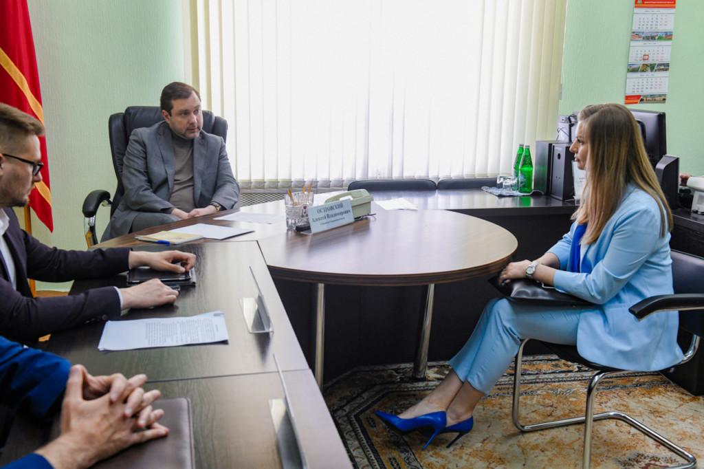 Островский, приём граждан, Анна Захарук, СПК Успех (фото admin-smolensk.ru)