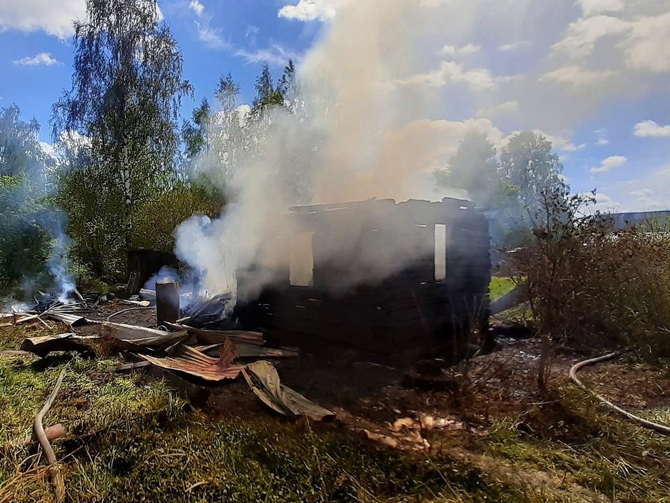 пожар 24.05.2021, Дачная (фото 67.mchs.gov.ru)