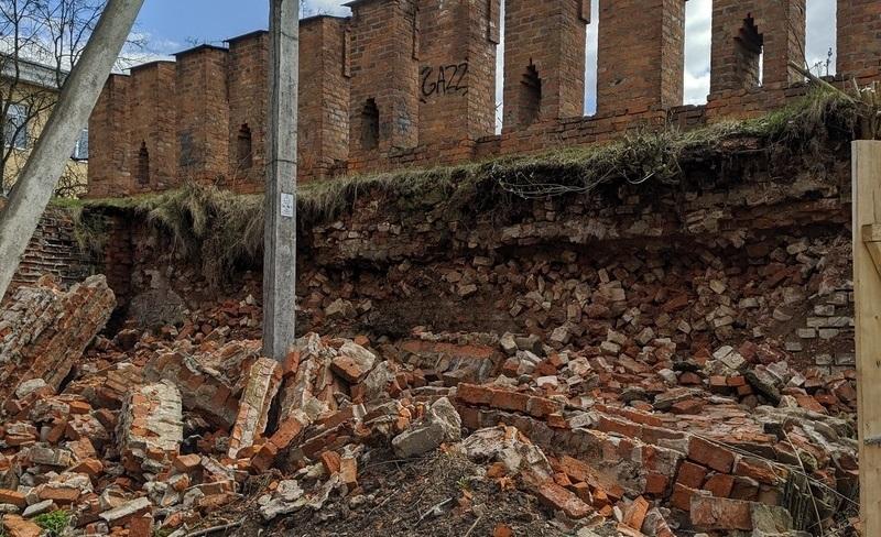 стена обрушение