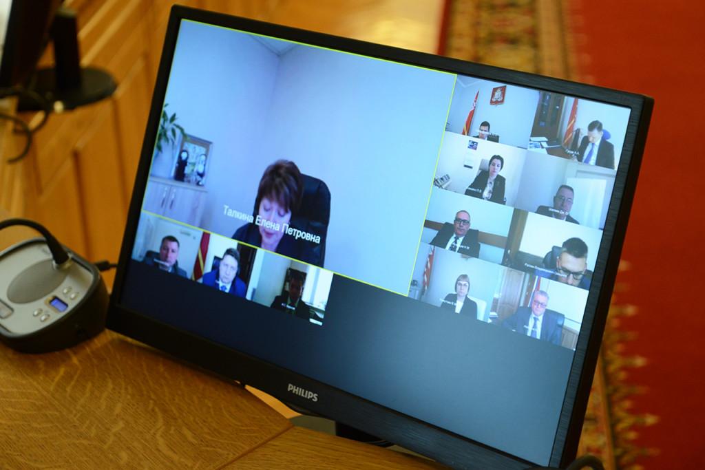 Талкина, видеоселектор по подготовку к проведению ГИА (фото admin-smolensk.ru)