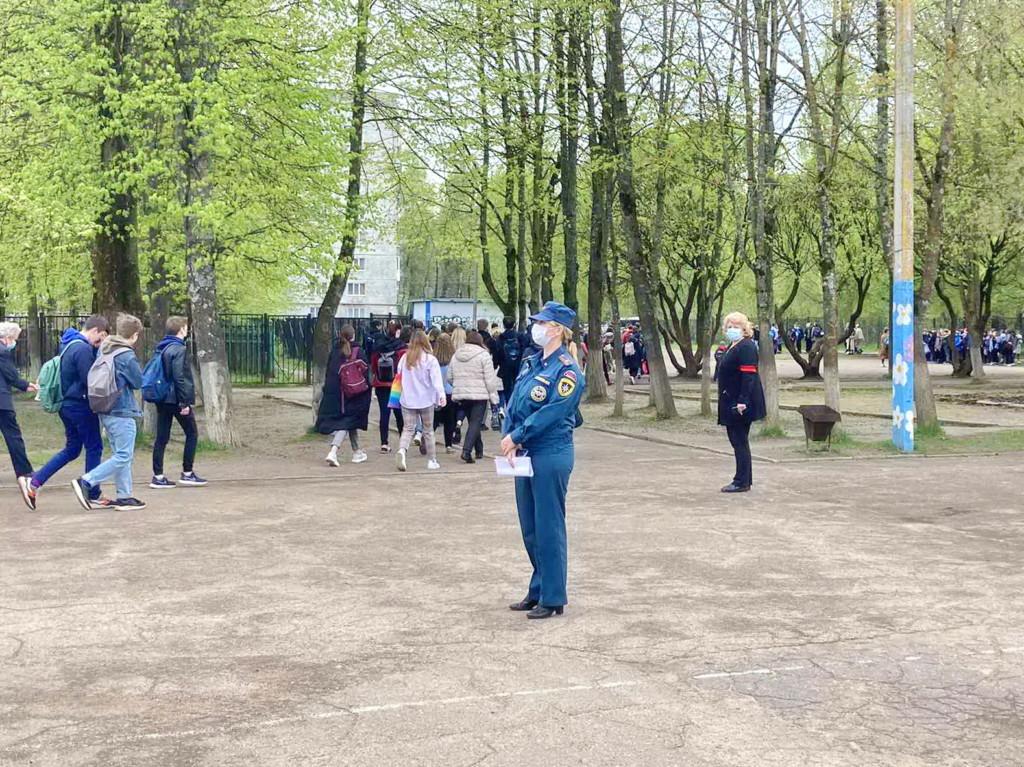 учебная эвакуация школы Смоленска, госпожнадзор (фото 67.mchs.gov.ru)