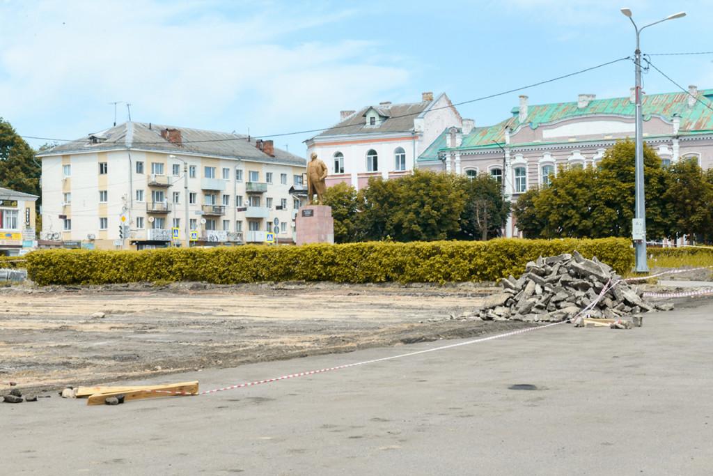благоустройство площади Ленина в Рославле, июнь 2021 (фото admin-smolensk.ru)