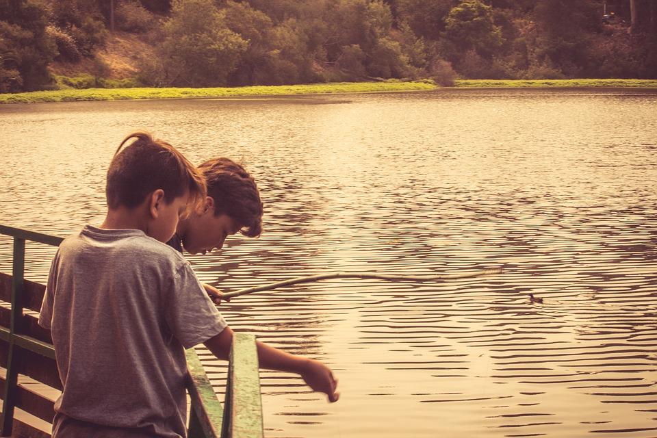 дети озеро