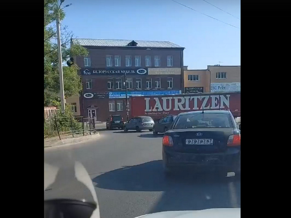 ДТП 23.06.2021, улица Большая Краснофлотская, фура (кадр видео vk.com bosorkun)