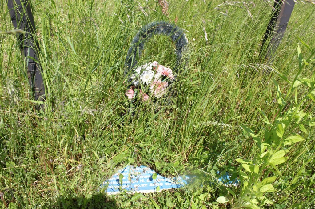 napadenie-vandalov-13.06.2021-na-pamyatnyj-znak-memorialnaya-tablichka-valutina-gora-foto-vk.com-id337926776