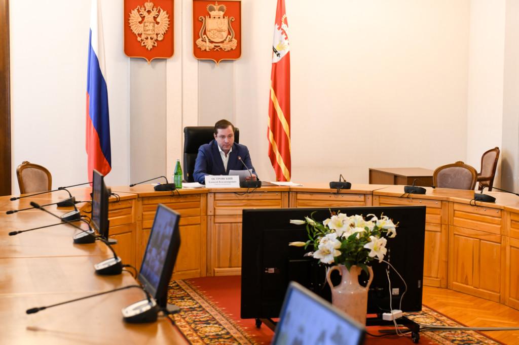 Островский, совещание по несанкционированным свалкам (фото admin-smolensk.ru)