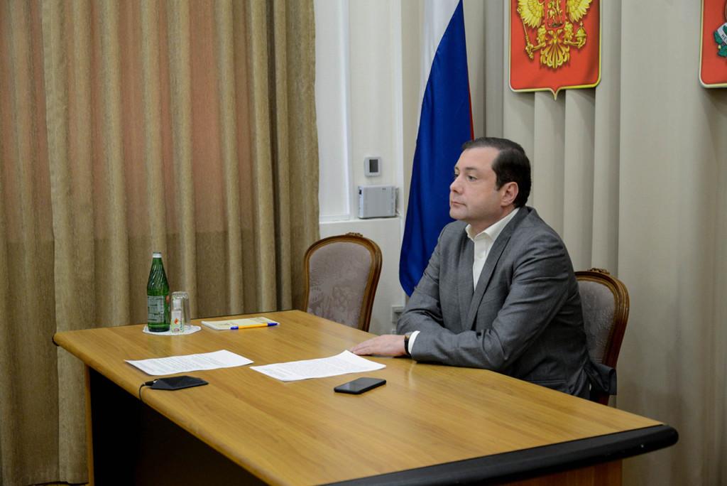 Островский, видеоселектор, заседание президиума правительственной комиссии по региональному развитию (фото admin-smolensk.ru)