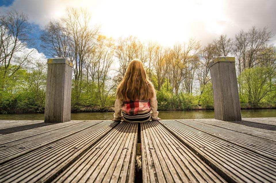 озеро девочка вода