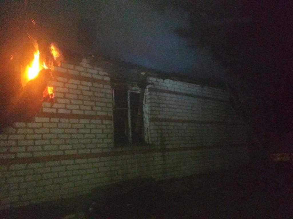 пожар 19.06.2021, Барсуки, веранда кирпичного дачного дома (фото 67.mchs.gov.ru)
