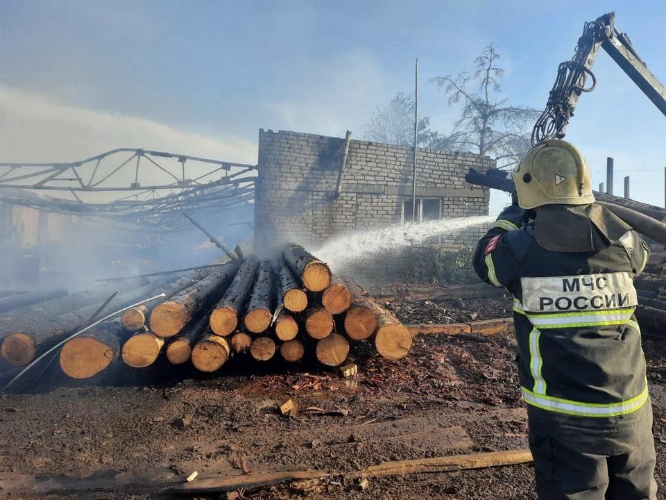 пожар 20.06.2021, Пенеснарь, пилорама (фото 67.mchs.gov.ru)