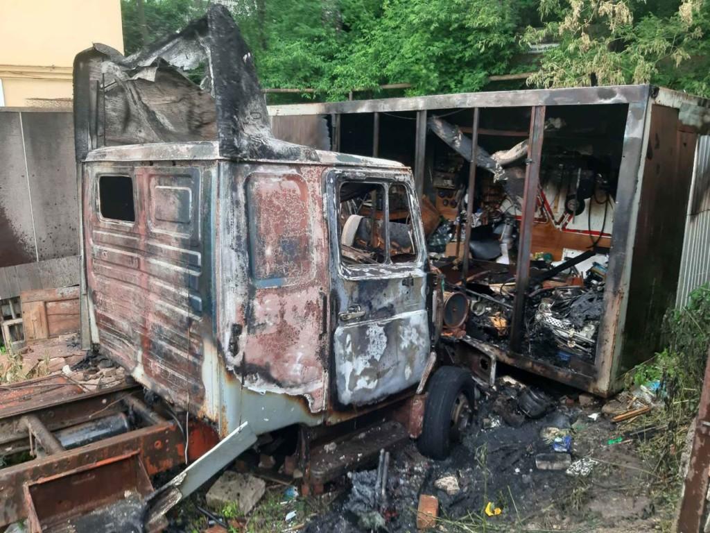 пожар 7.06.2021, Витебское шоссе, ЗИЛ-5301, сарай, поджог детьми (фото 67.mchs.gov.ru)
