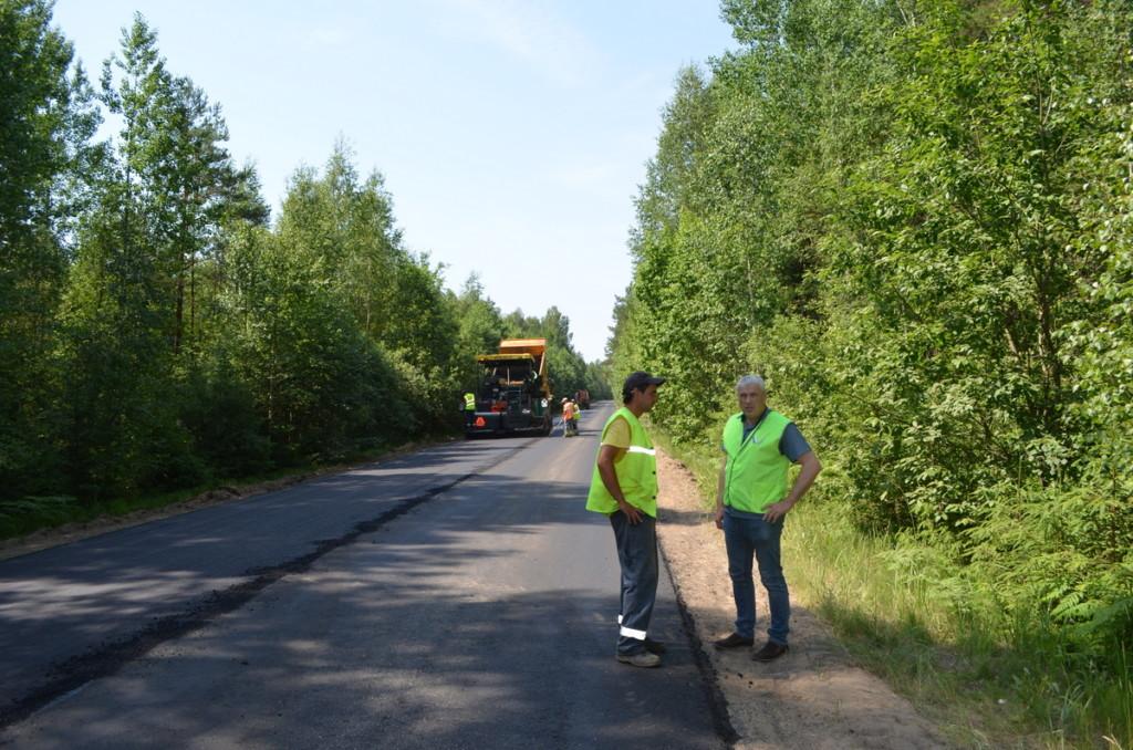 проверка ОНФ ремонта дороги по нацпроекту в Велижском районе, Яров, июнь 2021 (фото пресс-службы Смоленскавтодора)