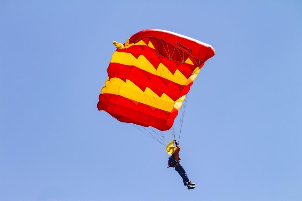 В Смоленске стартовала программа бесплатных парашютных прыжков для молодёжи