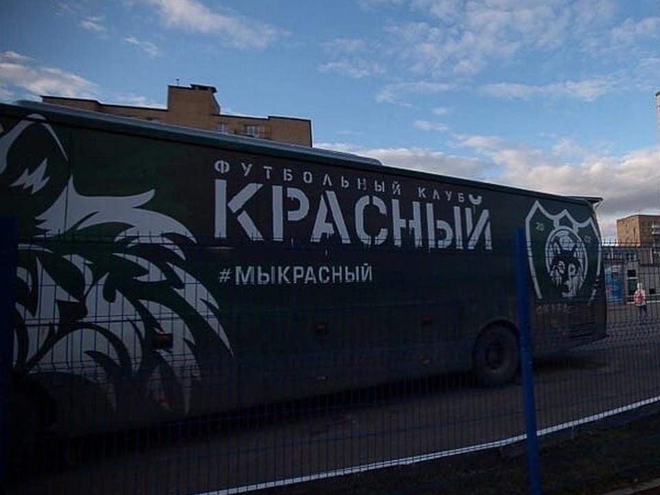 автобус футбольного клуба Красный (фото instagram.com fc_krasnyi)