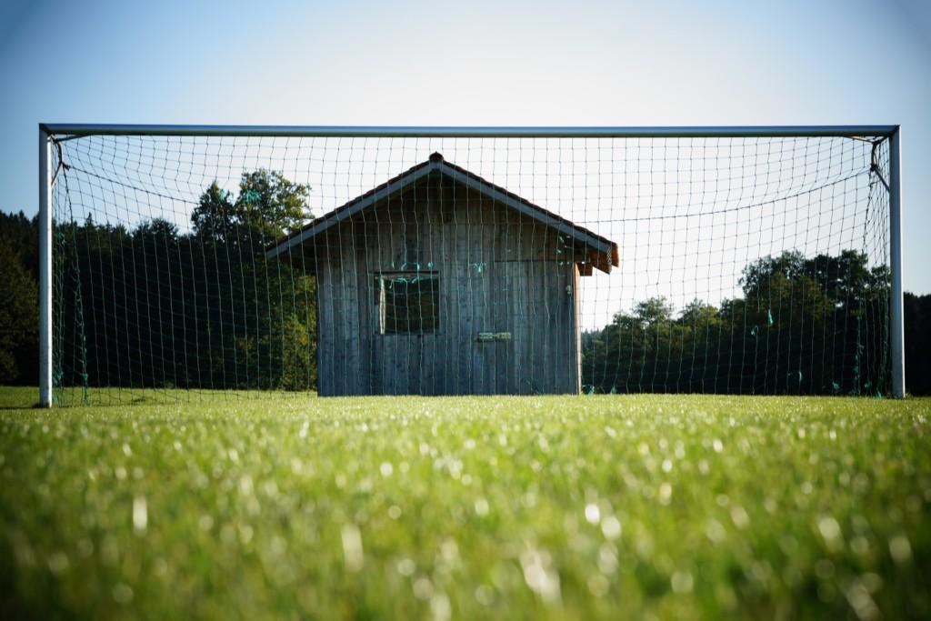 футбольные ворота, деревянное строение