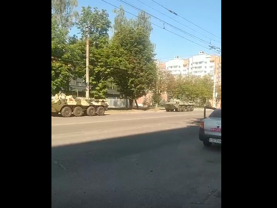колонна военной техники 10.07.2021, улица Нормандия-Неман (кадр видео vk.com e888kx67)