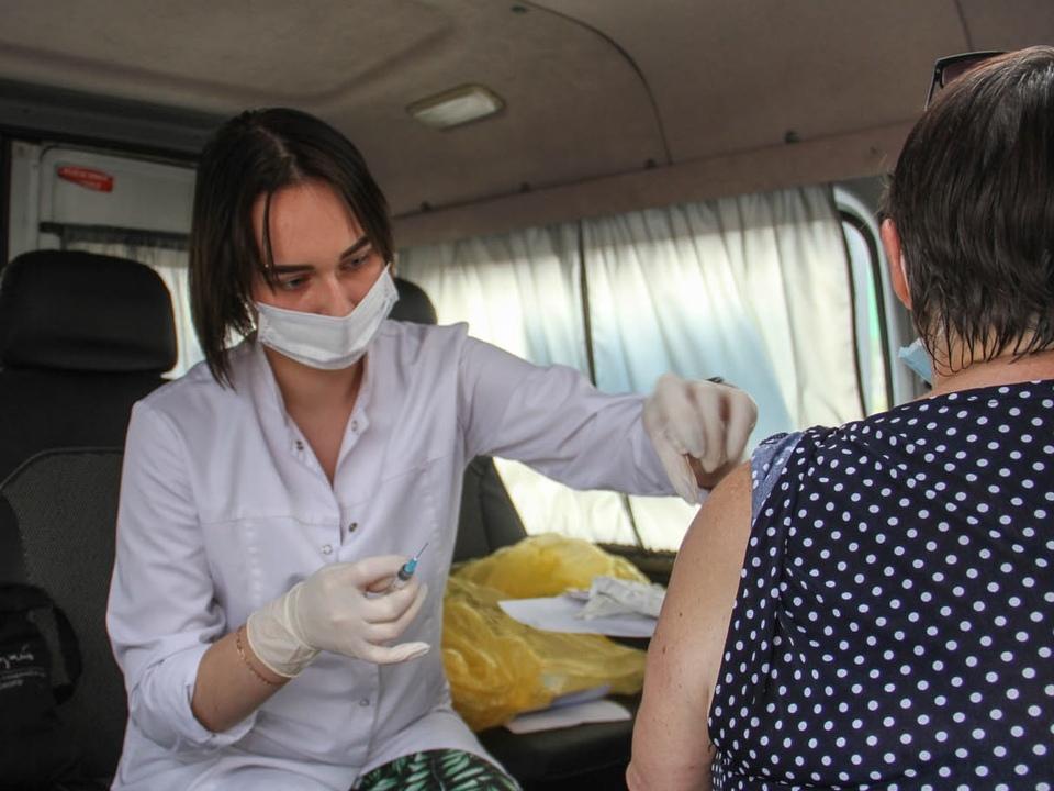 мобильный пункт вакцинации от коронавируса (фото smoladmin.ru)