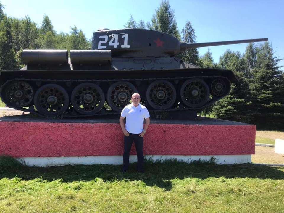 Неверов, памятник танку Т-34 (фото facebook.com sergey.i.neverov)