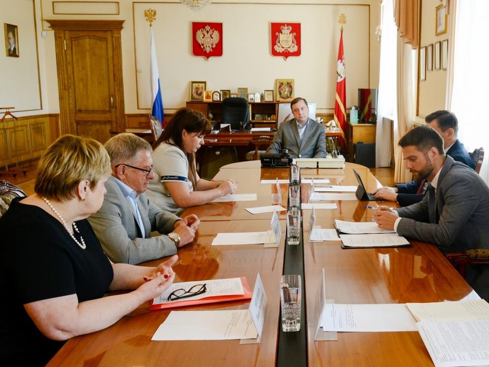Островский, совещание по Вяземскому хлебокомбинату (фото vk.com ostrovskylive1)