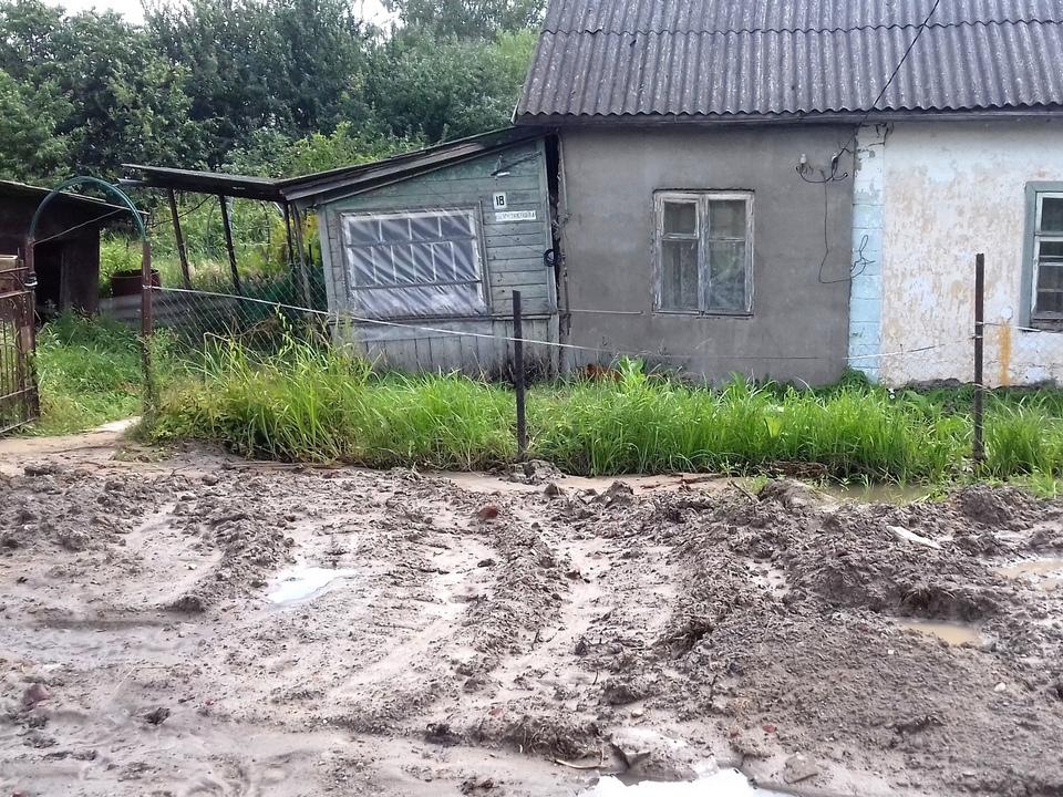 подтопленный коммунальщиками дом пенсионерки, Кузнецова, 18, Ярцево (фото vk.com sigmavk)