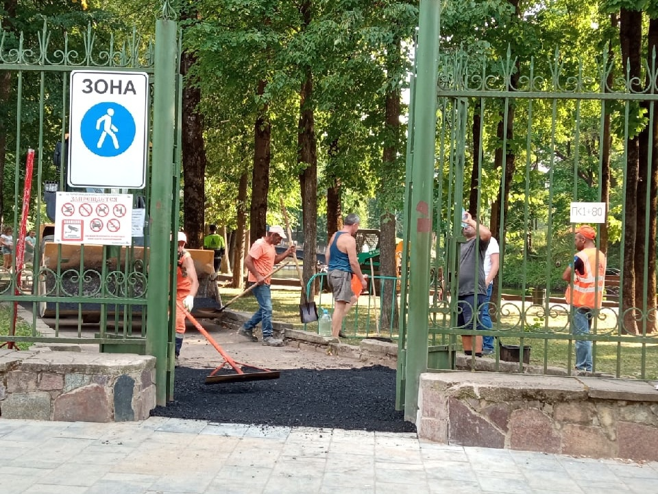 ремонт асфальта на проходе в Лопатинский сад со стороны Пржевальского-Бакунина