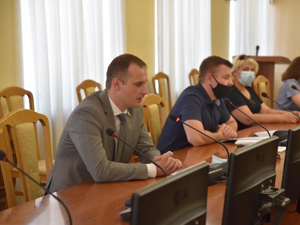 Сергей Леонов, публичные слушания 7.07.2021 по строительству кафе на улице Рыленкова