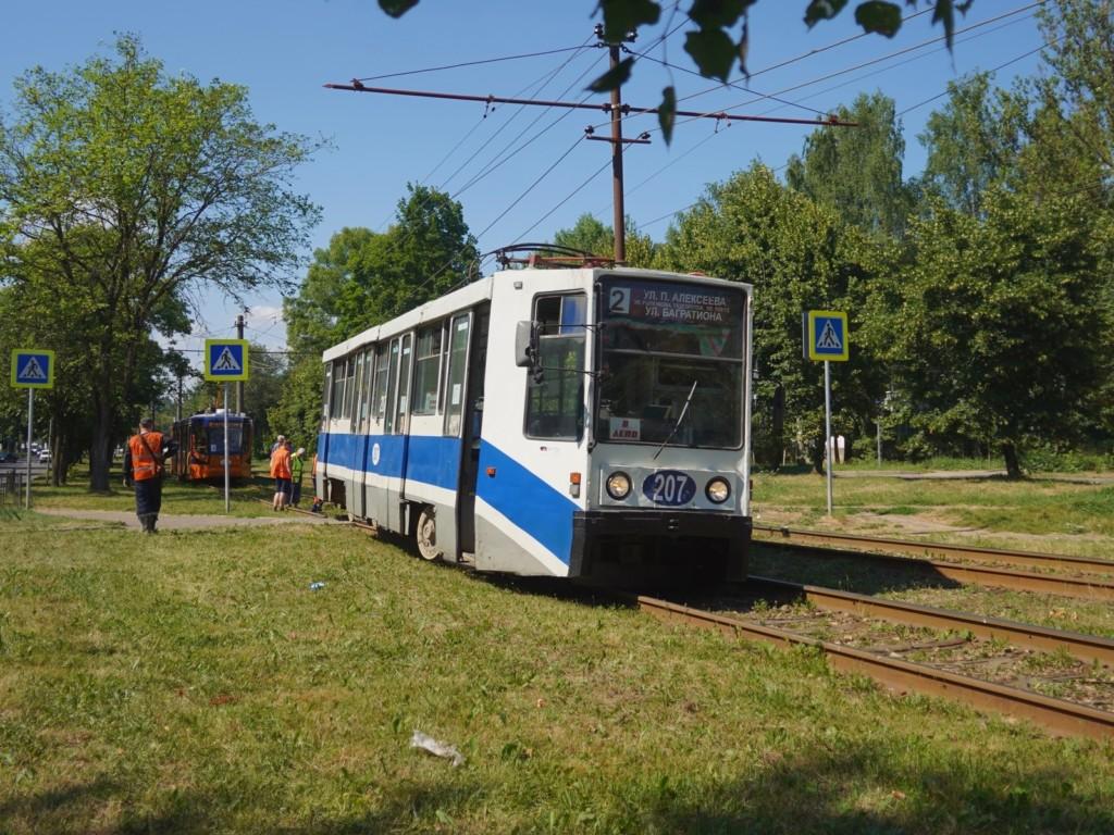 сход трамвая с рельсов 13.07.2021, улица Рыленкова (фото vk.com smolensk_transport)