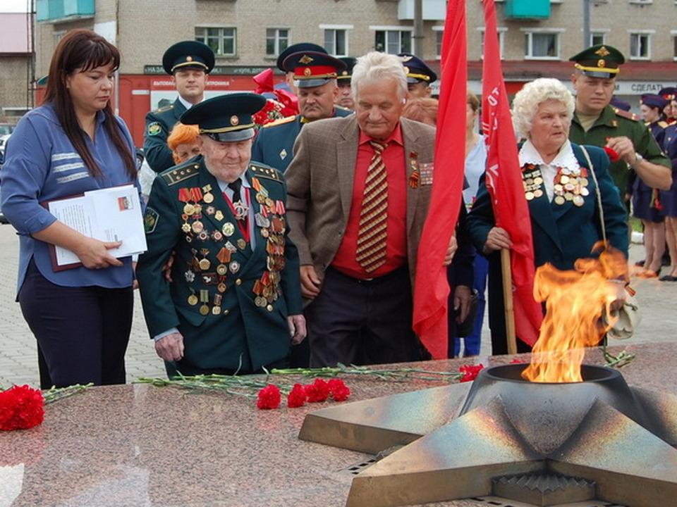 100 лет ветерану ВОВ Ивану Соколову в Вязьме (фото пресс-службы Смоленской таможни)