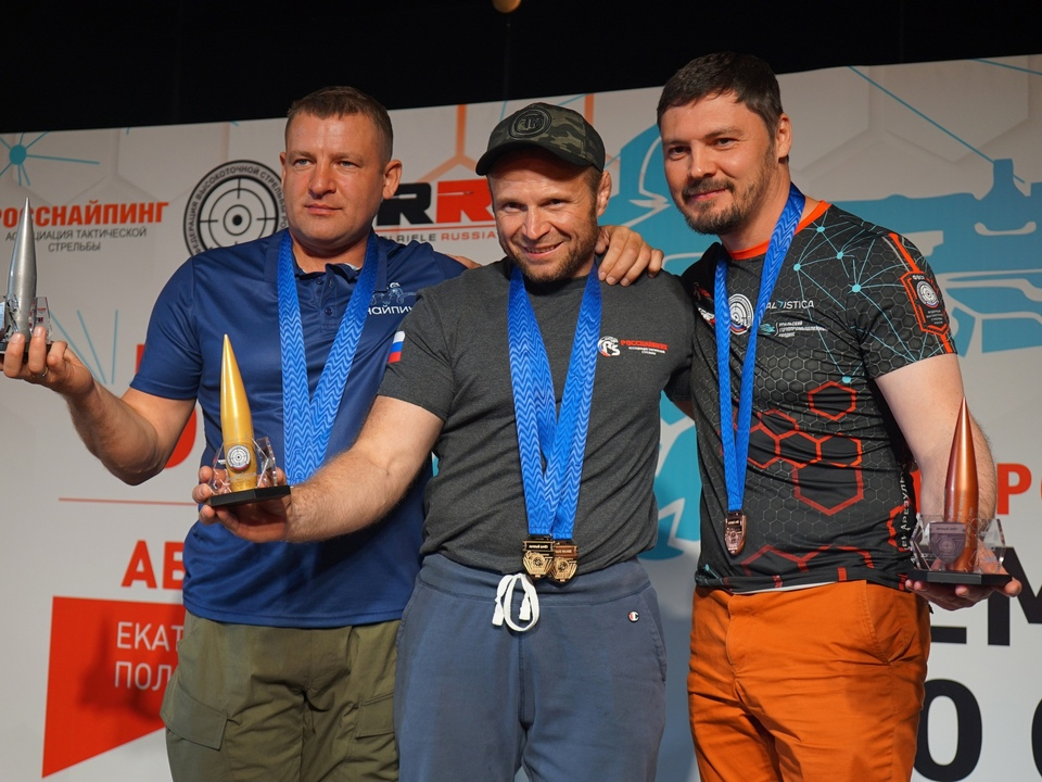 Дмитрий Нефёдов (в центре) - победитель IV Евроазиатского чемпионата по снайпингу (фото vk.com public203848746)