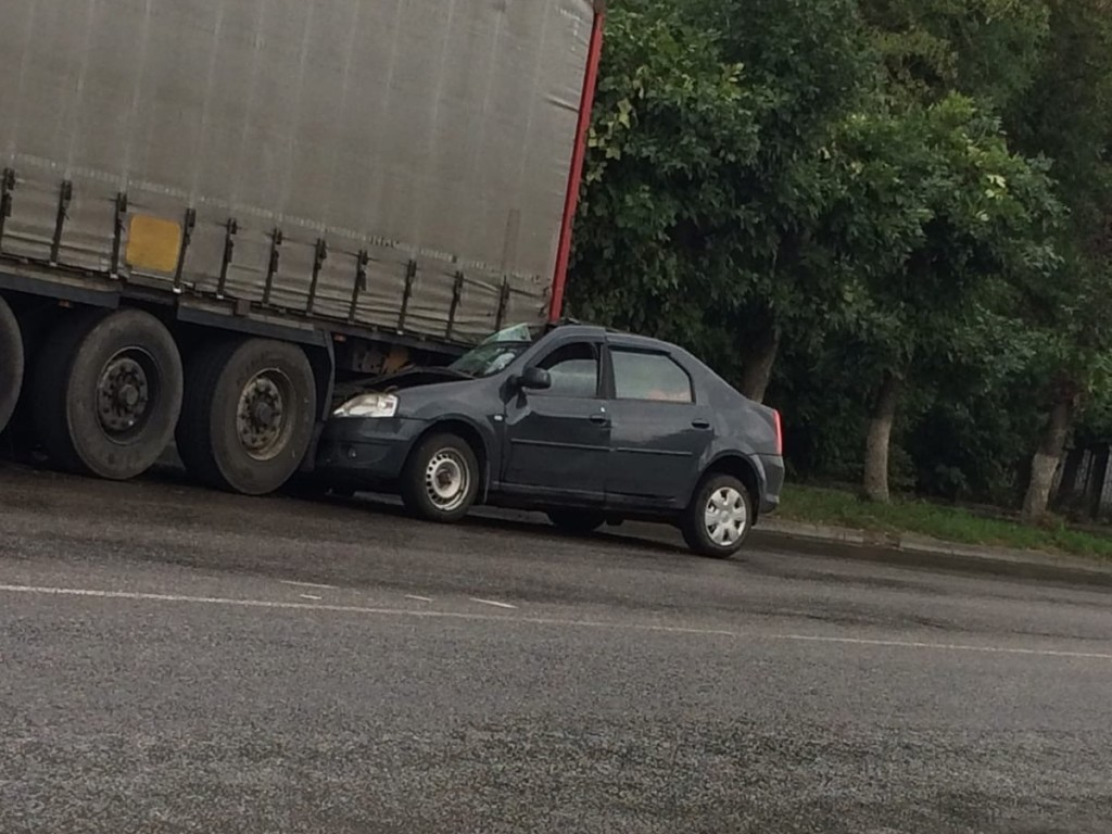 ДТП 24.08.2021, Гагарин, грузовик, Renault Logan (фото vk.com id341025069)