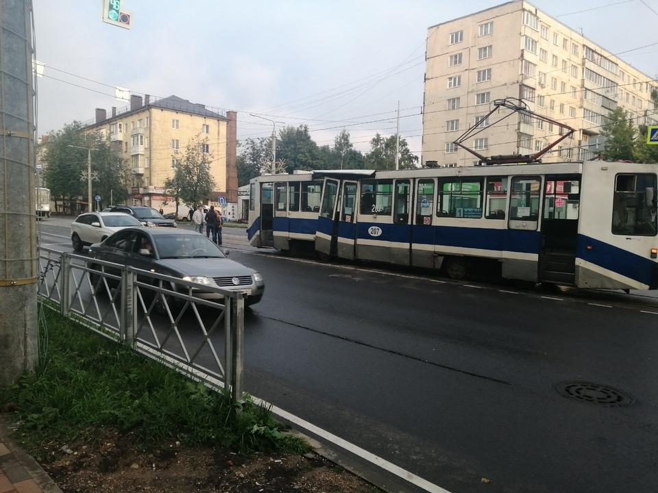 ДТП 28.08.2021, улица Николаева, трамвай, Kia Sportage (фото vk.com smolensk_transport)