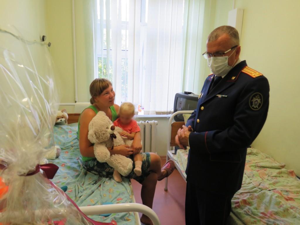 Люда Кузина с мамой, Анатолий Уханов (фото smolensk.sledcom.ru)
