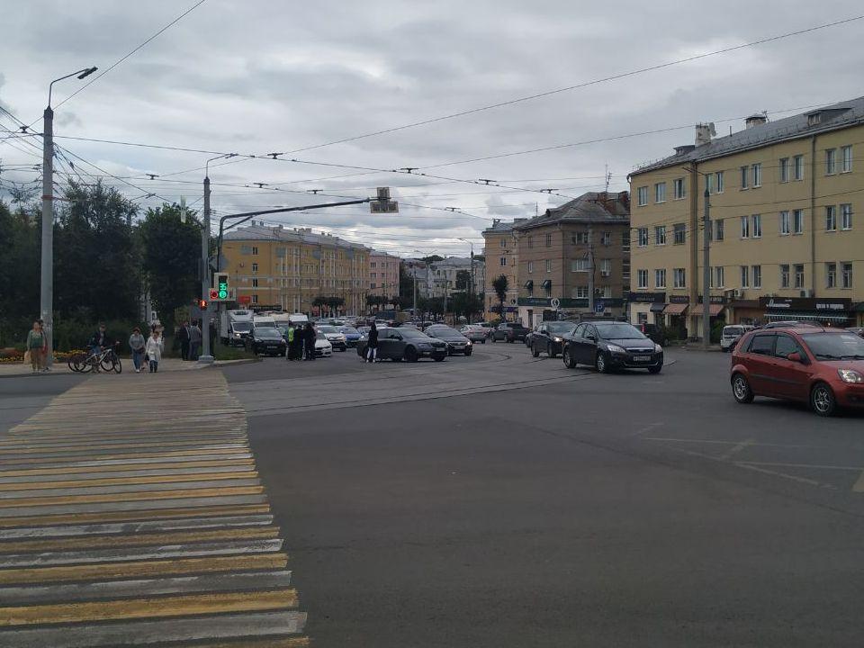 массовое ДТП 25.08.2021, Гагарина - Николаева - Урицкого (фото me dtpsmolensk)