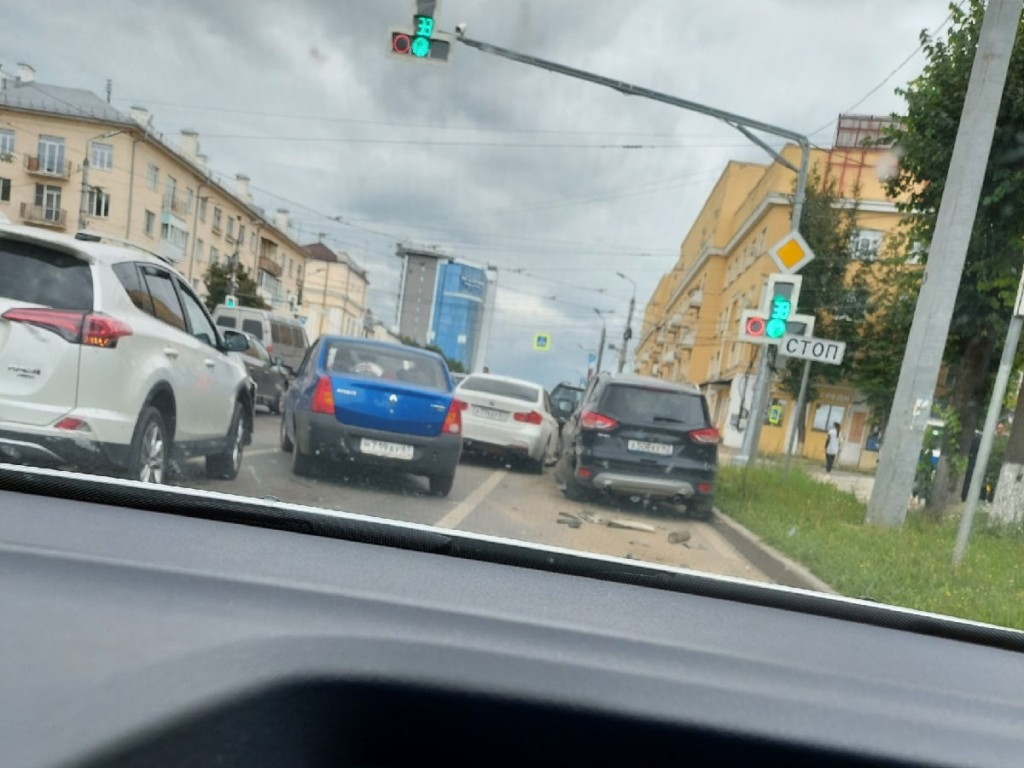 массовое ДТП 25.08.2021, Гагарина - Николаева - Урицкого (фото vk.com dubovyin)
