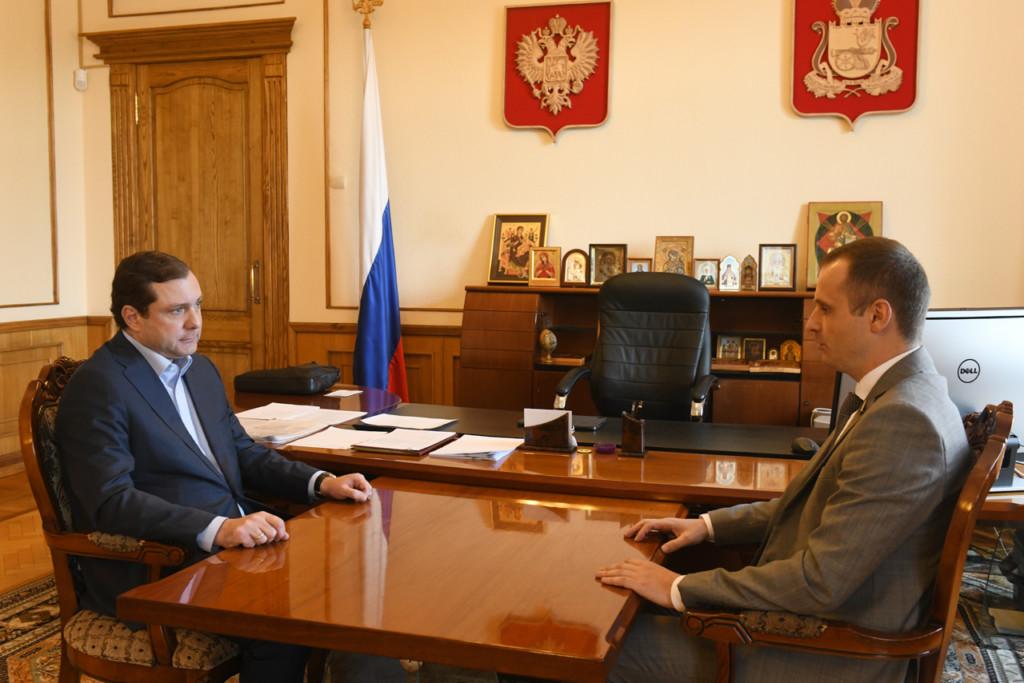 Островский, Леонов, рабочая встреча (фото admin-smolensk.ru)