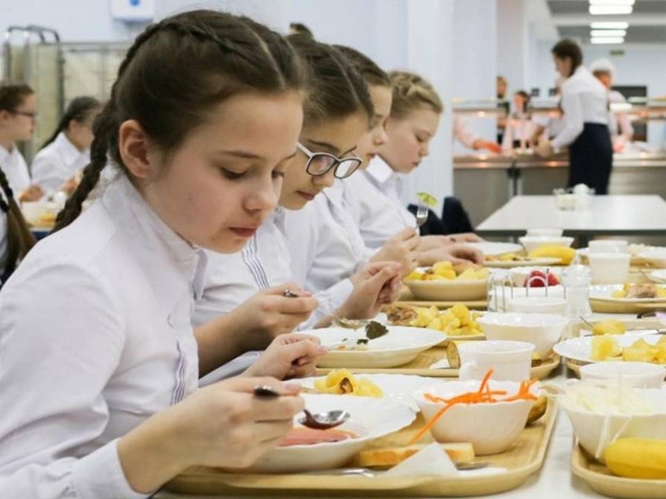 школьная столовая, обед, питание (фото admin-smolensk.ru)
