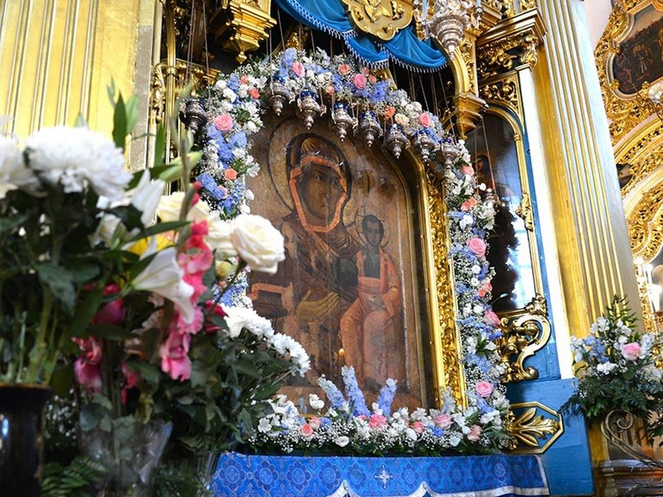 Смоленская икона Божией Матери «Одигитрия» (фото admin-smolensk.ru)