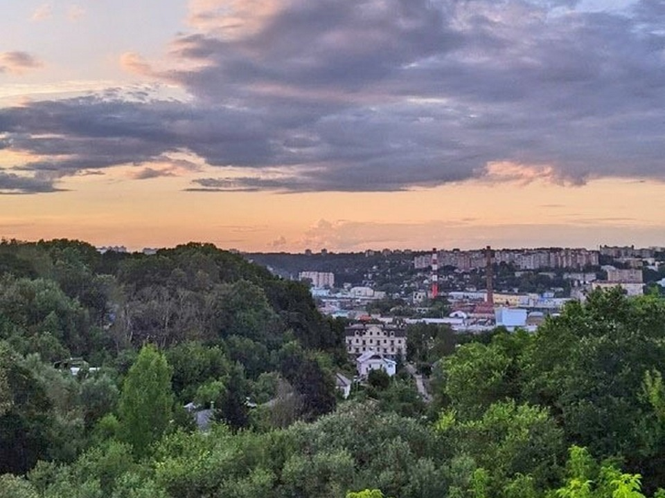 вид на Заднепровье с Ленинского района, переменная облачность (фото 67.mchs.gov.ru)
